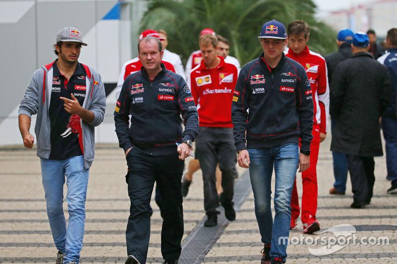 Карлос Сайнс мол., Scuderia Toro Rosso, та товариш по команді Макс Ферстаппен, Scuderia Toro Rosso,
