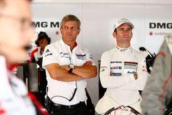 Фриу Энзингер, глава департамента LMP1 Porsche Team и Ромен Дюма, Porsche Team