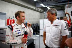 Фриу Энзингер, глава департамента LMP1 Porsche Team и Тимо Бернхард, Porsche Team