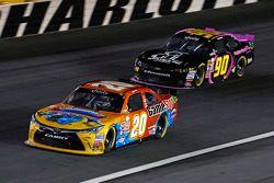 Erik Jones, Joe Gibbs Racing Toyota y Jimmy Weller III, King Autosport Chevrolet