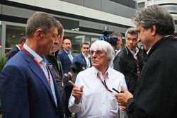 Dmitry Kozak, Vice-Premier Ministre de Russie avec Bernie Ecclestone, et Pasquale Lattuneddu, de la FOM