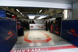 The pit garage of Carlos Sainz Jr., Scuderia Toro Rosso