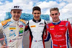 Top three qualifiers: second place Matheo Tuscher, Jenzer Motorsport, polesitter Esteban Ocon, ART G