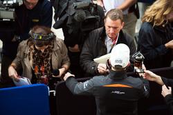 Nico Hulkenberg, Sahara Force India F1 con Craig Slater, Sky F1 Reportero