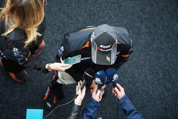 Sergio Pérez, Sahara Force India F1, avec les médias