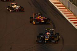 Alex Lynn, DAMS, leads Alexander Rossi, Racing Engineering