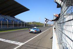 #84 Bentley Team HTP Bentley Continental GT3: Maximilian Buhk, Vincent Abril takes the win