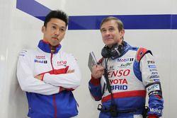 Казуки Накаджима и Паскаль Васселон, технический директор Toyota Hybrid Racing
