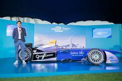 Formula E car in Hong Kong with Nelson Piquet Jr.