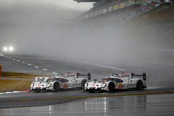 السيارة رقم 18 فريق بورشه 919 الهجينة: رومان دوماس، نيل ياني، مارك لوب و السيارة رقم 17 فريق بورشه 9