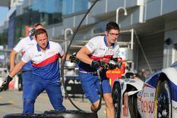 Para mekanik Toyota Racing