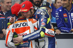 Le vainqueur de la course Dani Pedrosa, Repsol Honda Team, et le deuxième Valentino Rossi, Yamaha Factory Racing