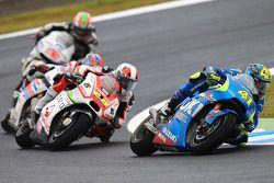 Aleix Espargaro, Team Suzuki MotoGP and Yonny Hernandez, Pramac Racing