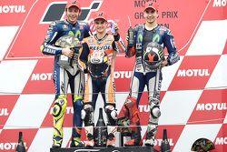 Podio: ganador de la carrera Dani Pedrosa, Repsol Honda Team, segundo lugar Valentino Rossi, Yamaha