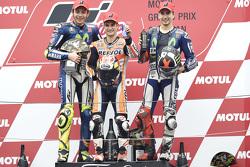 Podium : le vainqueur Dani Pedrosa, Repsol Honda Team, le deuxième Valentino Rossi, Yamaha Factory Racing, et le troisième Jorge Lorenzo, Yamaha Factory Racing