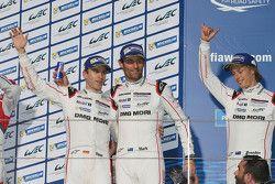 Подиум:победители Тимо Бернхард, Марк Уэббер, Брэндон Хартли, Porsche Team