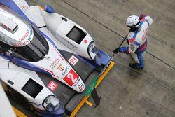 #2 Toyota Racing Toyota TS040 Hybrid: Александр Вурц, Стефан Сарразен, Майк Конвей