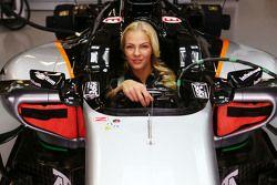 Darya Klishina, verspringster in de Sahara Force India F1 VJM08