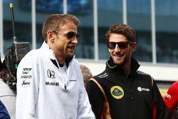 Jenson Button, McLaren et Romain Grosjean, Lotus F1 Team lors de la parade des pilotes