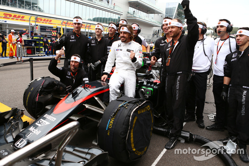 Fernando Alonso, McLaren MP4-30 celebrates his 250th GP on the grid