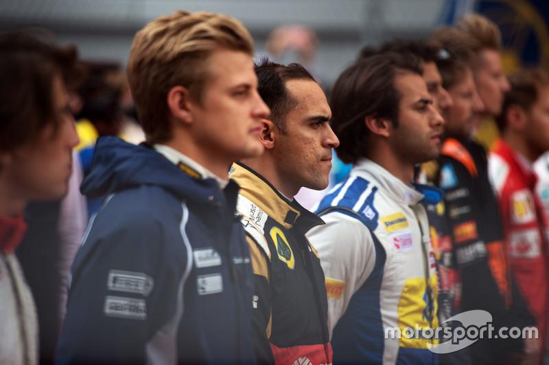 Pastor Maldonado, Lotus F1 Team as the grid observes the national anthem