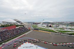 Nico Rosberg, Mercedes AMG F1 W06 leads at the start of the race as Nico Hulkenberg, Sahara Force India F1 VJM08 spins