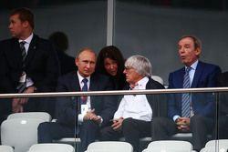 Vladimir Putin, com Bernie Ecclestone,