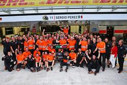 Sergio Perez, Sahara Force India F1, feiert Platz 3 mit dem Team