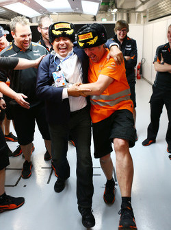 Antonio Perez, celebrates third position for his son Sergio Perez, Sahara Force India F1 with Neil Dickie, Sahara Force India F1 Team