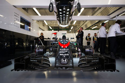 Машина McLaren MP4-30