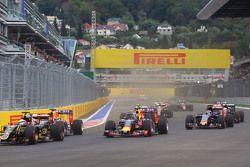 Daniil Kvyat, Red Bull Racing RB11 at the start of the race