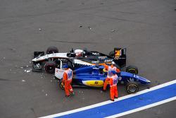 Авария на старте гонки - Нико Хюлькенберг, Sahara Force India F1 VJM08 и Маркус Эрикссон, Sauber C34