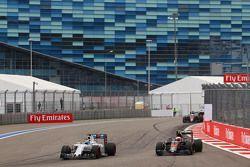Felipe Massa, Williams FW37 et Jenson Button, McLaren MP4-30