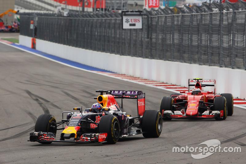 После своего пит-стопа Кими выехал прямо позади Боттаса – пилот Williams в свою очередь боролся с Риккардо впереди. Обоим финнам наконец удалось обогнать Red Bull, но за три круга до финиша австралиец сошел с дистанции