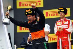 Sergio Pérez, Sahara Force India F1 celebra en el podio su tercer lugar