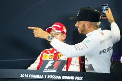 Sebastian Vettel, Ferrari et Lewis Hamilton, Mercedes AMG F1 lors de la conférence de presse de la FIA