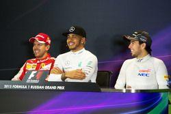 La conférence de presse de la FIA : Sebastian Vettel, Ferrari; Lewis Hamilton, Mercedes AMG F1; Sergio Perez, Sahara Force India F1