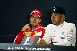 Lewis Hamilton, Mercedes AMG F1 et Sebastian Vettel, Ferrari lors de la conférence de presse de la FIA
