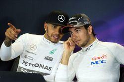 Lewis Hamilton, Mercedes AMG F1 et Sergio Perez, Sahara Force India F1 lors de la conférence de presse de la FIA