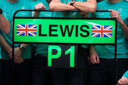 Le panneau pour le vainqueur Lewis Hamilton, Mercedes AMG F1 lors de la célébration d'après-course