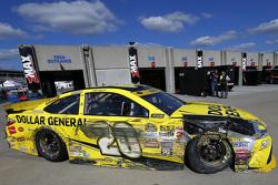 Matt Kenseth, Joe Gibbs Racing Toyota au garage après un accident