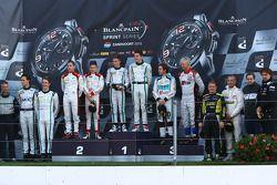 Podium: winnaars Maximilian Buhk, Vincent Abril, 2de Christopher Mies, Robin Frijns, 3de Nicki Thiim