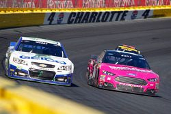 Casey Mears, Germain Racing Chevrolet; Greg Biffle, Roush Fenway Racing Ford