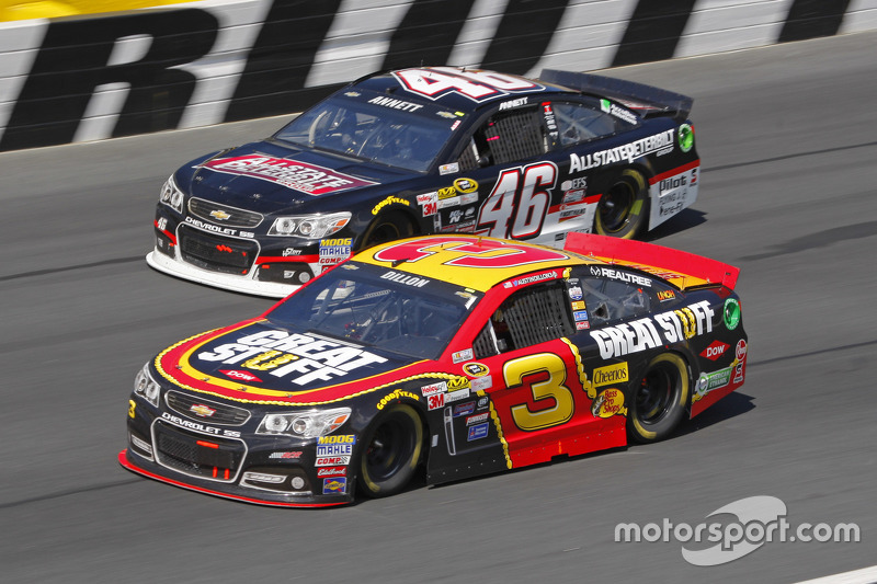 Michael Annett, HScott Motorsports Chevrolet ve Austin Dillon, Richard Childress Racing Chevrolet