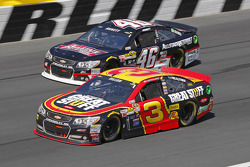 Michael Annett, HScott Motorsports Chevrolet et Austin Dillon, Richard Childress Racing Chevrolet