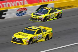 Paul Menard, Richard Childress Racing Chevrolet et Matt Kenseth, Joe Gibbs Racing Toyota