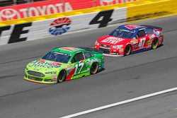 Ricky Stenhouse Jr., Roush Fenway Racing Ford et A.J. Allmendinger, JTG Daugherty Racing Chevrolet