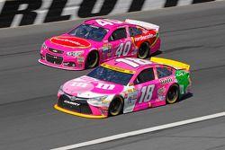 Landon Cassill, Hillman Circle Sport LLC Chevrolet et Kyle Busch, Joe Gibbs Racing Toyota