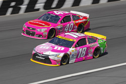 Landon Cassill, Hillman Circle Sport LLC Chevrolet and Kyle Busch, Joe Gibbs Racing Toyota