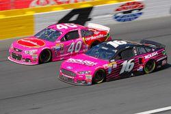 Landon Cassill, Hillman Circle Sport LLC Chevrolet et Greg Biffle, Roush Fenway Racing Ford
